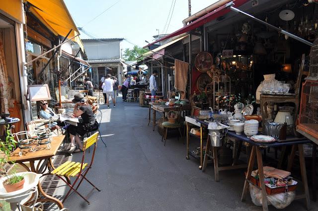 Porte+de+Clignancourt+antique+flea+market+stalls
