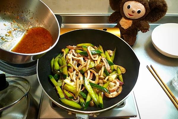 イカとキュウリの梅ダレ炒めの作り方(4)