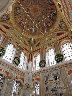 interior mezquita de ortakoy estambul