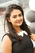 Neha Deshpande Glamorous look-thumbnail-7