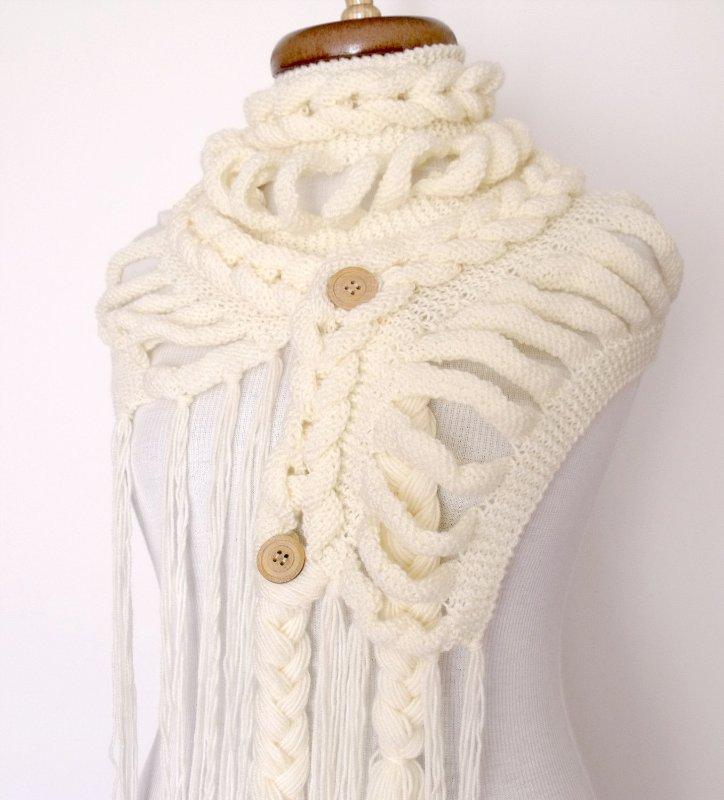 Вяжем белый шарф спицами
