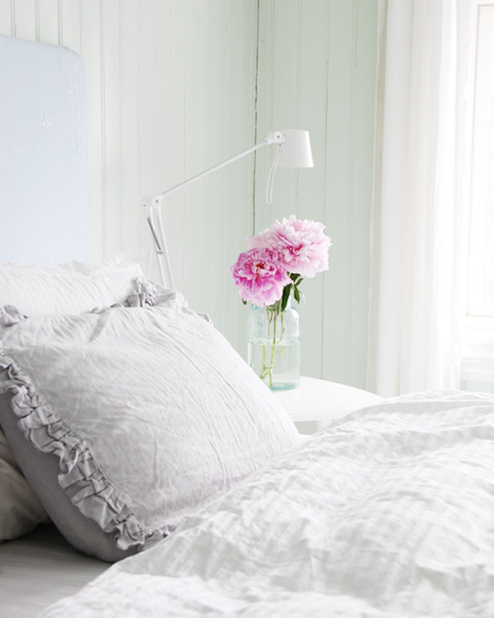 Cozy bedroom by @jeanettel #bedroom