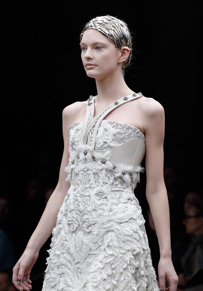alexander mcqueen glamouria in fashion