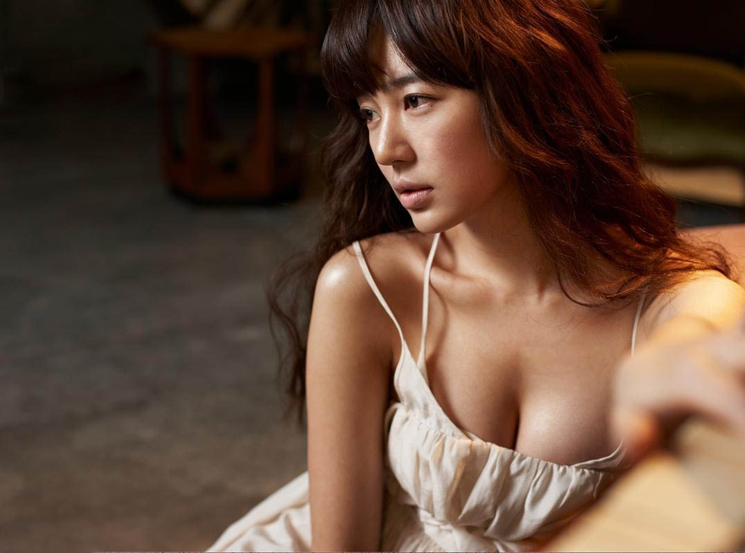 Born in... Korea: Yoon Eun Hye (윤은혜), a sexy and mature woman