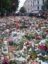 Unruh bandnaam verklaring - Mourners_in_Oslo_25_July_2011