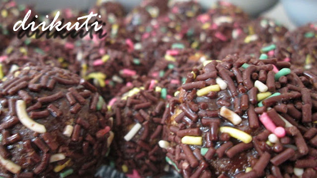 http://diikuti.blogspot.com/2015/12/resep-kue-bola-coklat.html