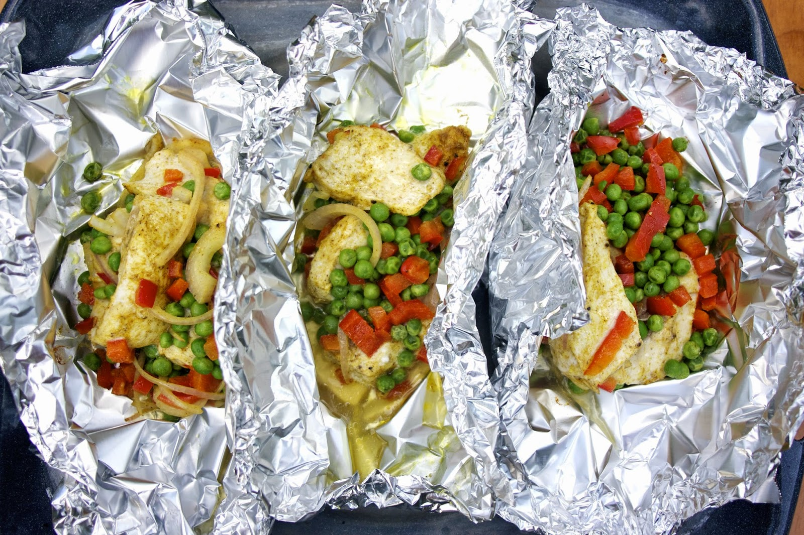 Curried Chicken, Peppers and Peas en Papillote- simplelivingeating.com