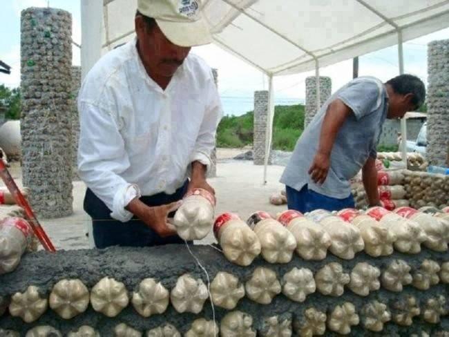Casas con botellas de pl stico for Casas de plastico para jardin mexico