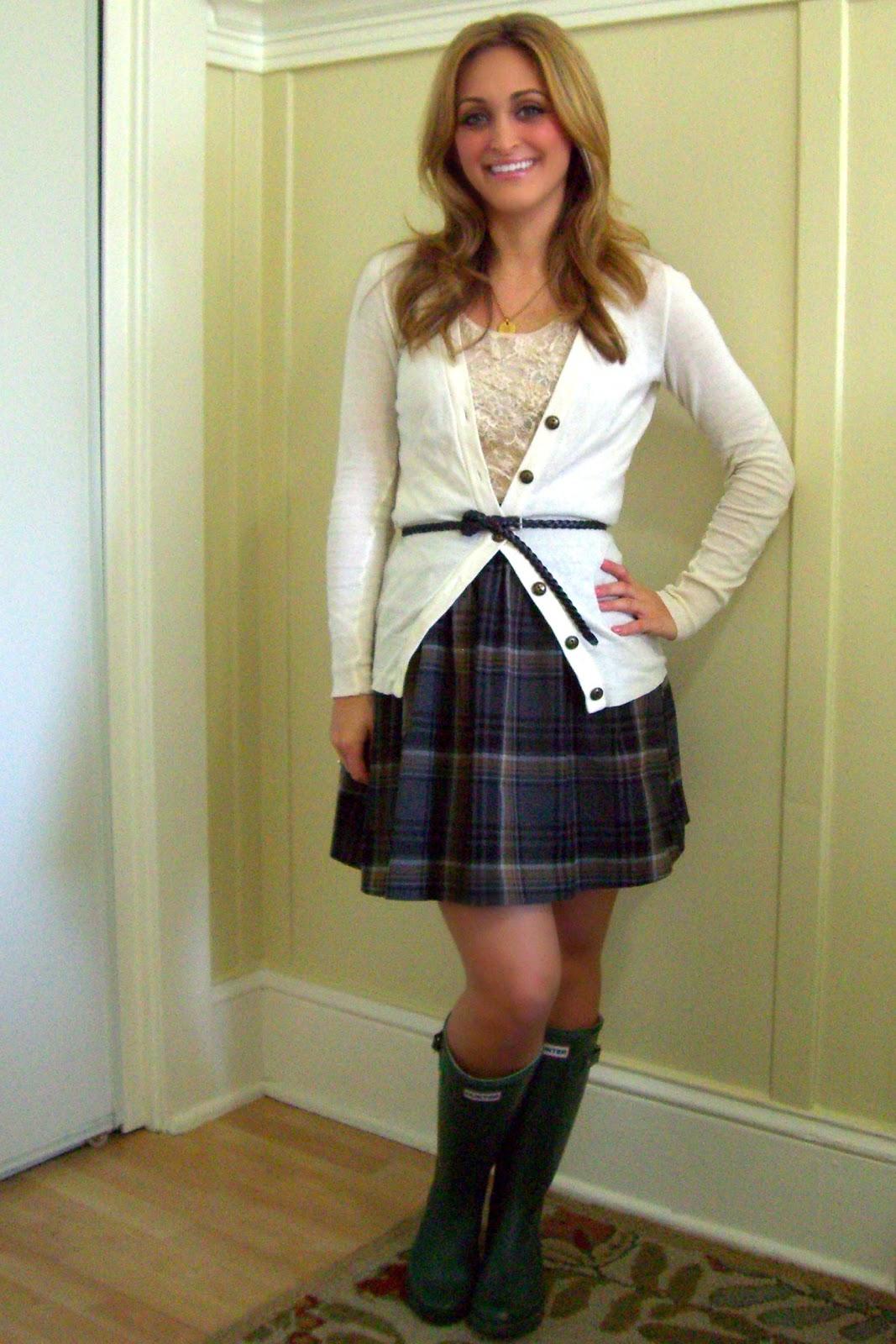outfit post: cowl neck cable knit cape, black leggings