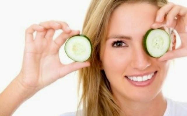 Mentimun ini sudah lama sekali terkenal sebagai bahan untuk kesehatan dan juga diet. Selain itu mentimun ini memiliki banyak sekali manfaat untuk kecantikan kulit terutama pada wajah.
