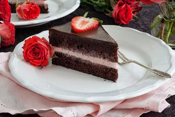 Resep Ice Cream Cake Coklat Strawberry Enak dan Lembut