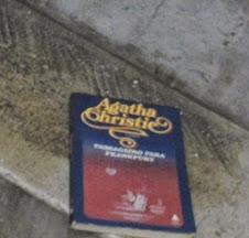 Livro deixado no Edifício Álvaro da Costa Melo, Bonsucesso/RJ