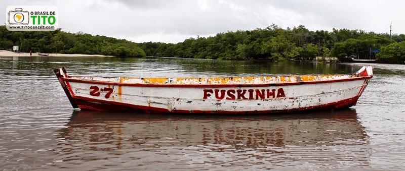 Canoa Fusquinha 27 no Furo Velho, na ilha de Maiandeua (Algodoal), no Pará - Por Tito Garcez