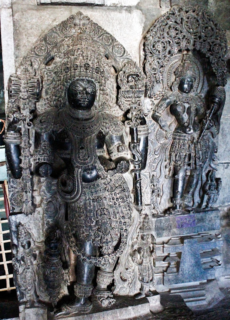 Dwarapalaka on the right side of the Shantaleshwara shrine. You can see one more female sculpture next to these dwarapalakas