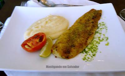 Bistrot Du Vin: Peixe Branco em crosta com Musseline de Batata