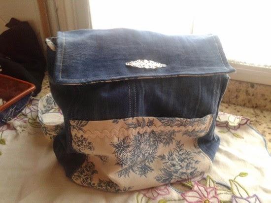 mochila realizada con tela de vaquero