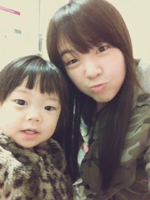 Minah Adorable Selca With Niece 02