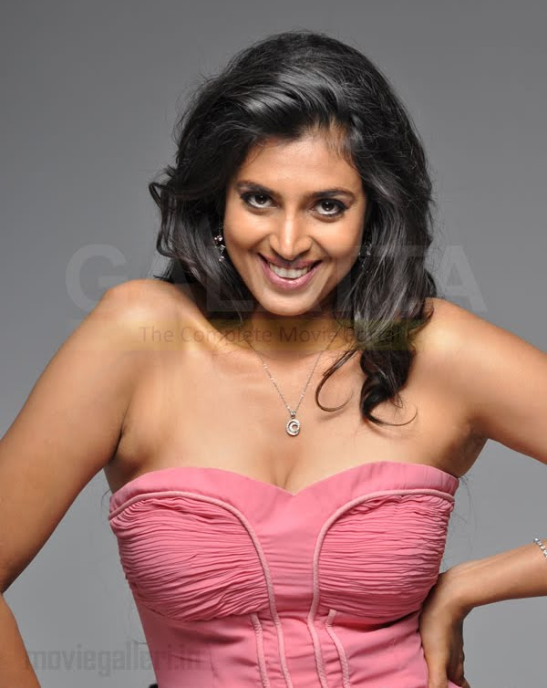 boobs popping out kasthuri strapless gown kasthuri deep boobs cleavage