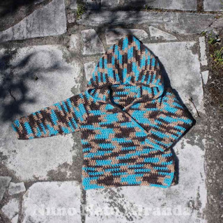 "alt=""crochet hoodie, baby kimono wrap hoodie, ice yarns colorway wool, casaquinho em crochet com capuz"""