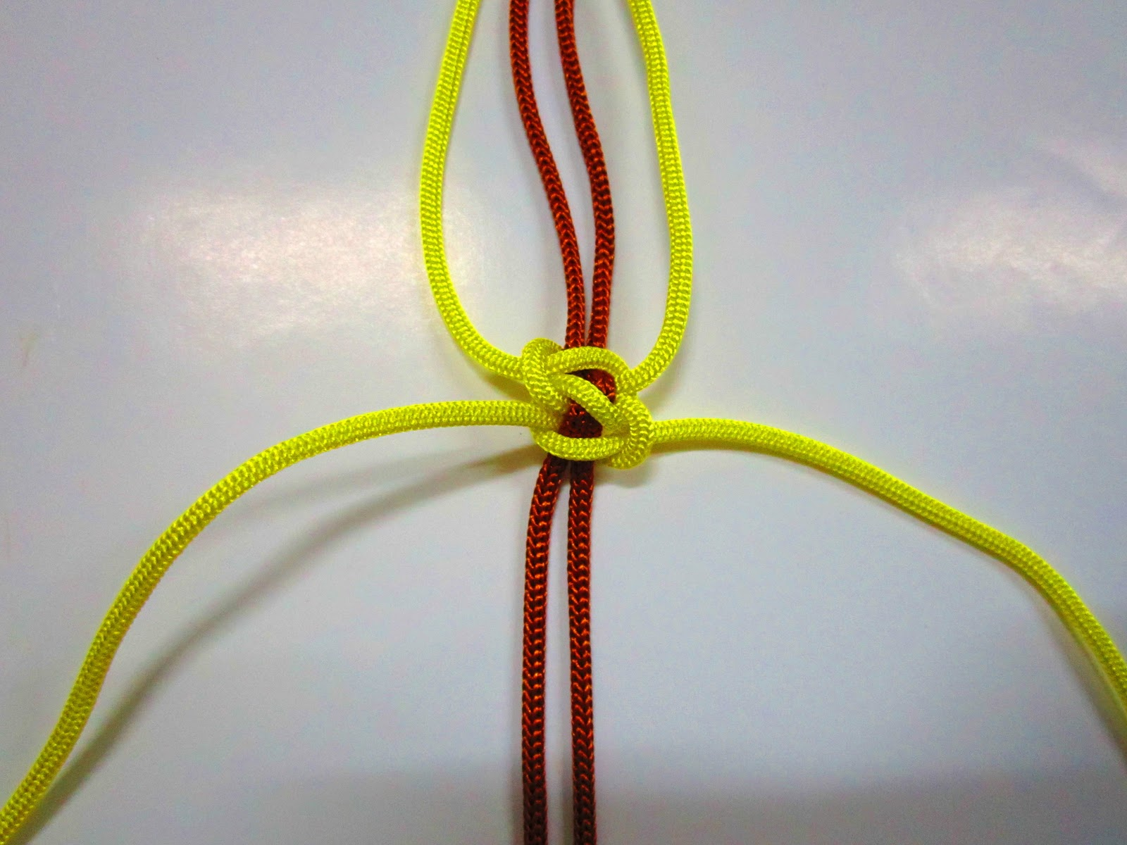 Square Knot ปมพื้นฐาน เมคราเม่ macrame ,ปมเชือก,ถักเชือก,ไอเดีย เชือก สวย แต่งของขวัญ,สร้อยข้อมือเชือก,ถักเชือกเทียน,ทำของที่ระลึก รับน้อง,ของที่ระลึกให้เพื่อน,friendship ให้เพื่อน,มิตรภาพ รับน้อง ลาเพื่อน,เรียนจบ ลา ที่ระลึก ของขวัญ  how to make square knot freindship braclet,diy bracelet macrame