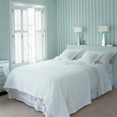mempercantik desain interior kamar tidur mungil dengan