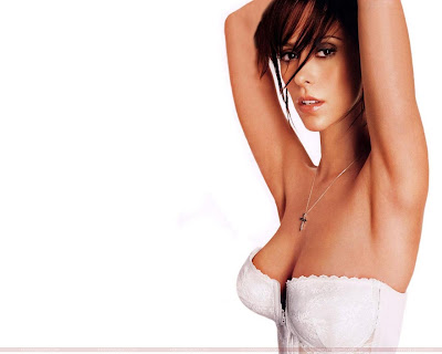 Jennifer Love Hewitt Looking Pretty
