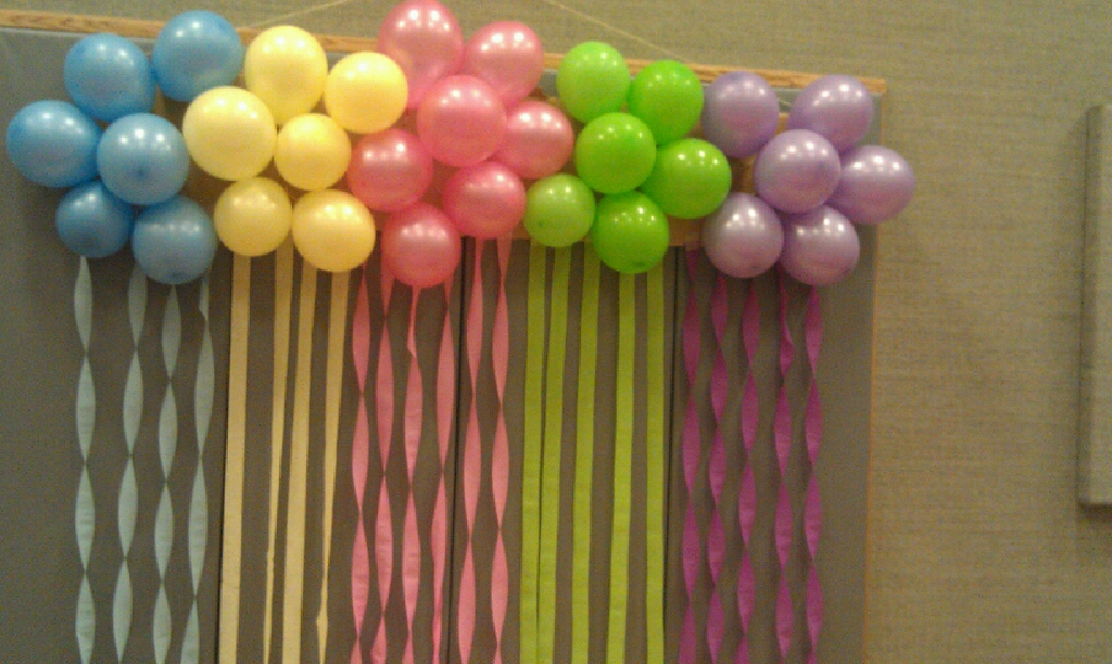 Recipes from stephanie balloon cluster decoration with for Balloon and streamer decoration ideas