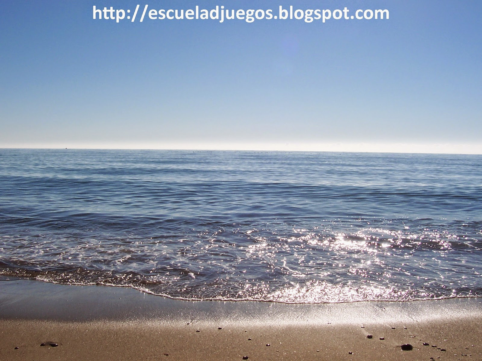 Foto de la playa de Estepona para el anuncio de las vacaciones de verano, durante las que trabajaremos en las novedades para el próximo curso, como nuevas secciones y un sorteo para el primer aniversario del blog.