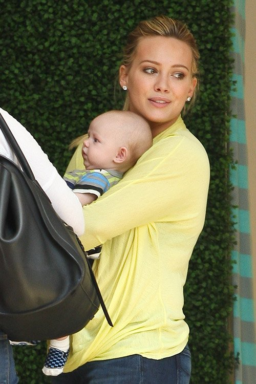 hilary duff news and pictures hilary shopping with baby