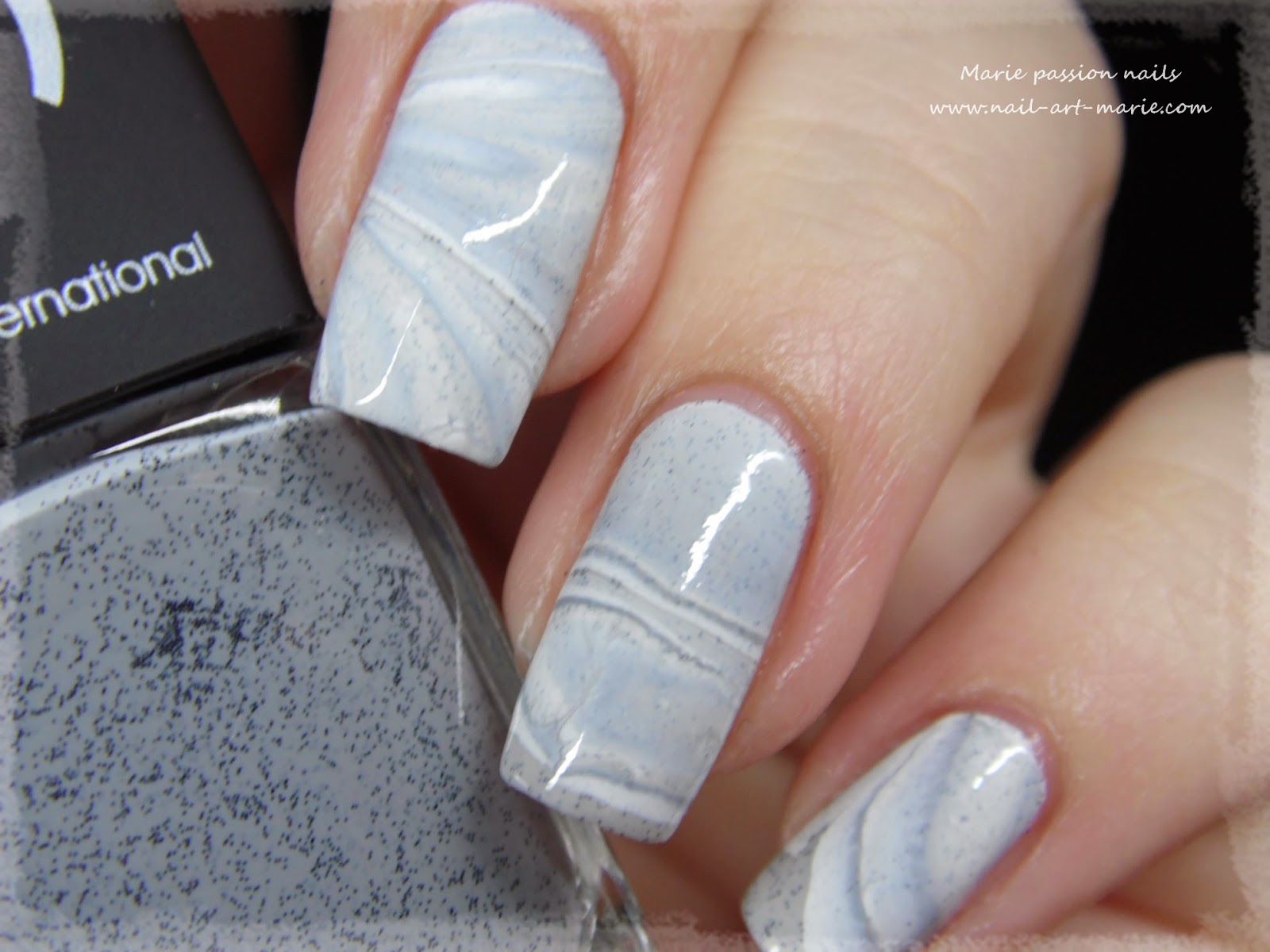 Nail Art effet Marbe au Water Marble3