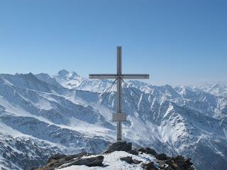 Das Gipfelkreuz des Weißen Knotens