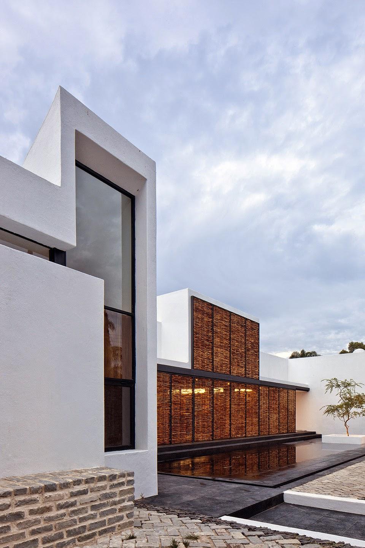 Rumah dengan Perpaduan Lokalitas dan Modernitas 3