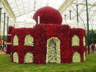 بالصور مسجد بأكمله من الزهور