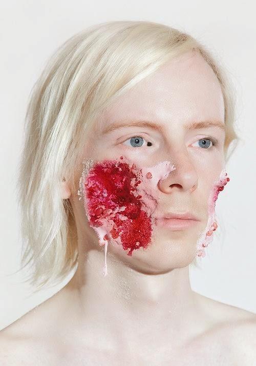 Ashkan Honarvar fotografia rostos deformados de soldados como doces bizarro surreal violência
