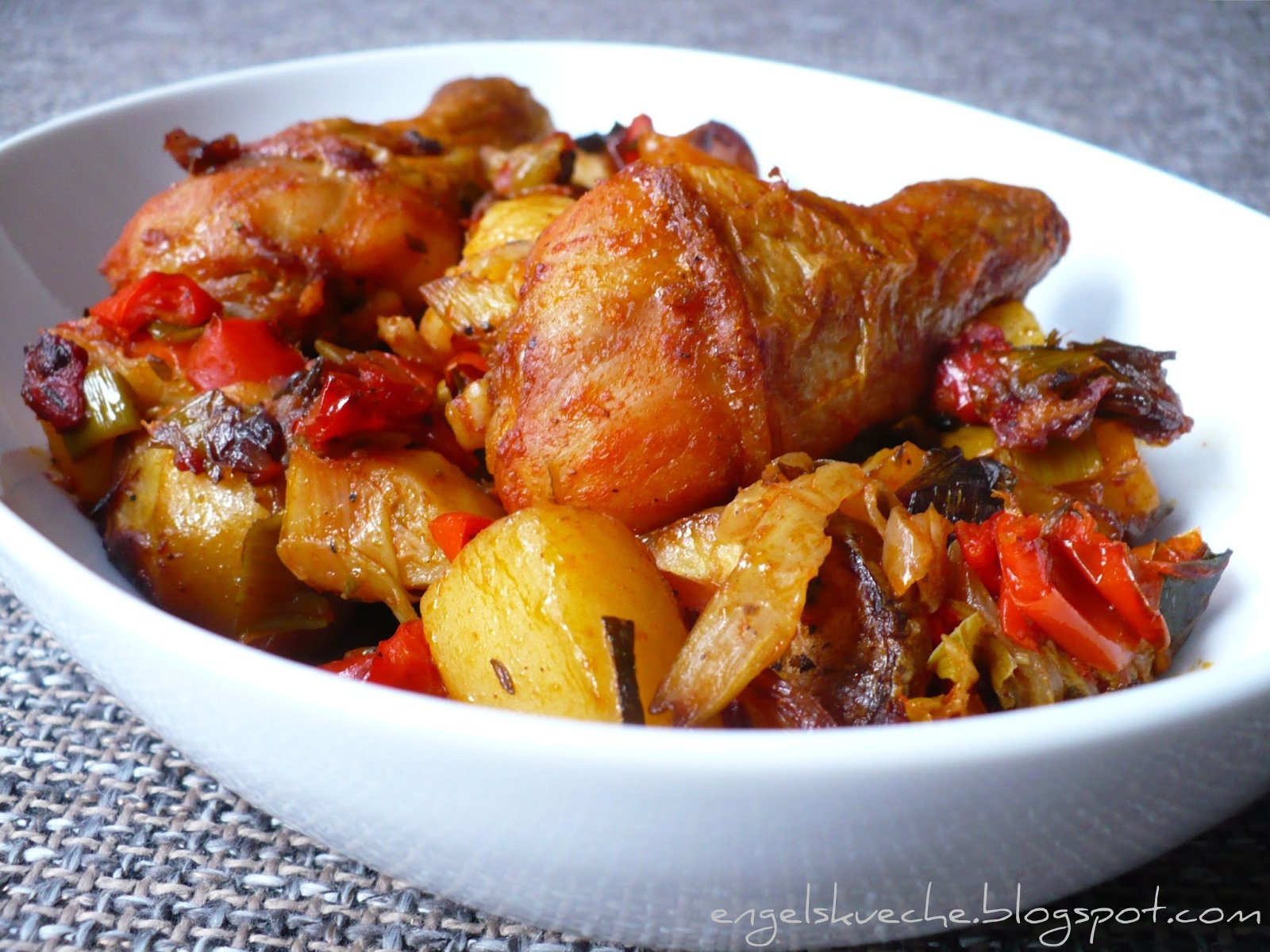 Essen aus Engelchens Küche: Hähnchenschlegel auf Paprika-Fenchel ...