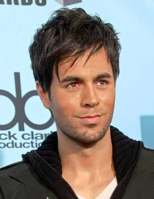 Enrique Iglesias Hairstyle on Enrique Iglesias With Fringe And Layered Hairstyle   French Fashion