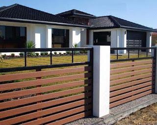 pagar rumah minimalis terbuat dari kayu