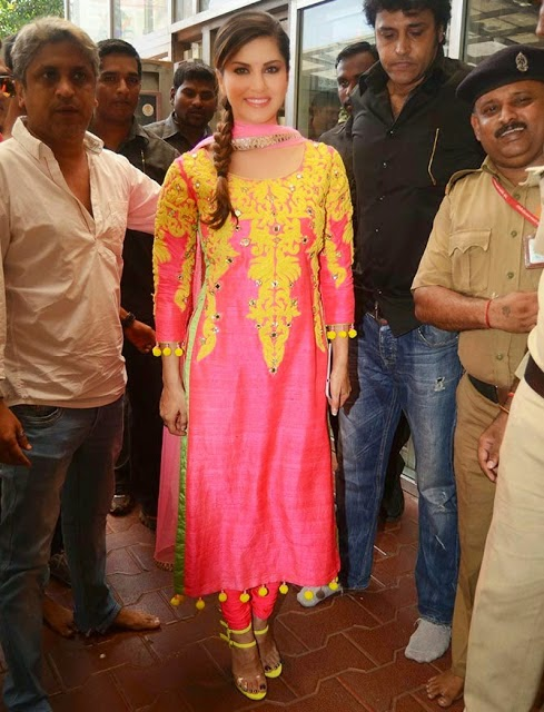 Sunny Leone visits Siddhivinayak temple for the success of Kuch Kuch Locha Hai
