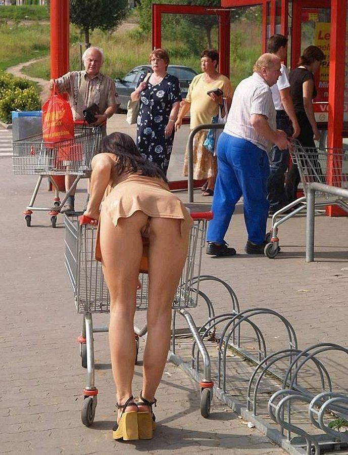 Public short skirt