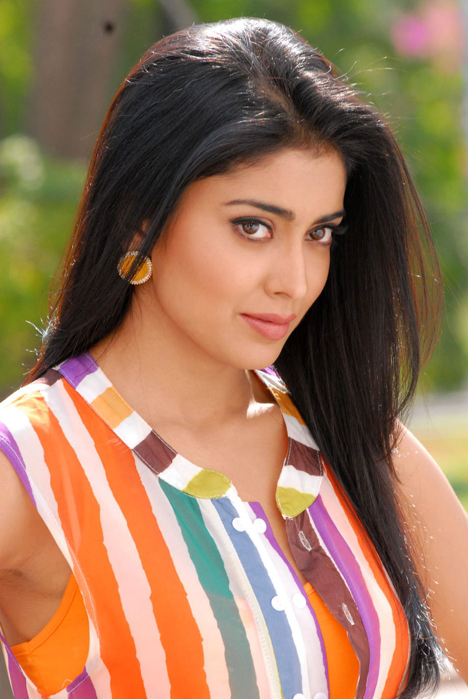 Shriya cute images,Shriya hot Photos,Shriya off saree pic,Shriya saree