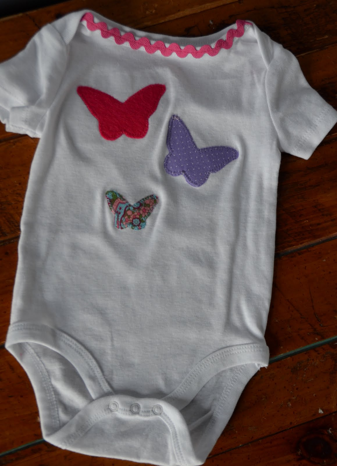 amazing mae: simple silhouette applique for the baby girls
