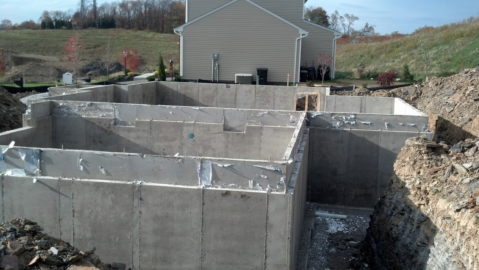 Savoy ryan home we have walls day 16 17 for Basement wall forms