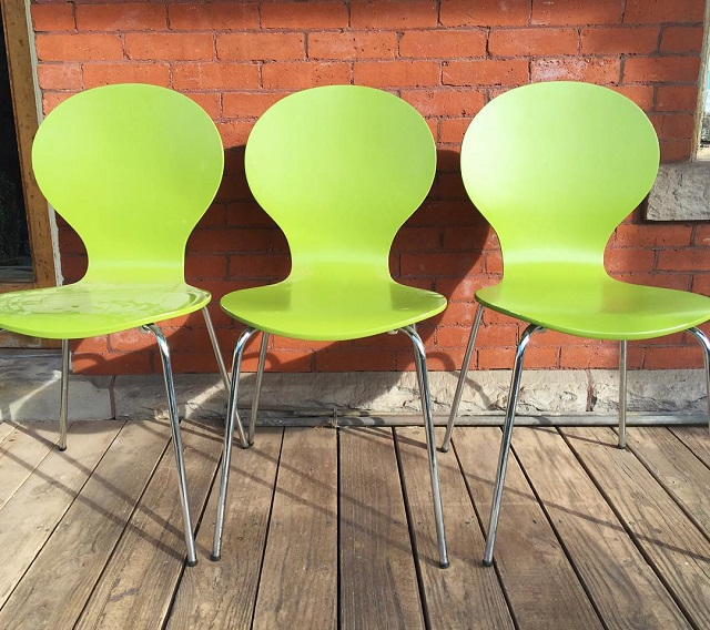 #thriftscorethursday Week 83 | Instagram user: sawissinger shows off this Lime Green Bentwood Chairs