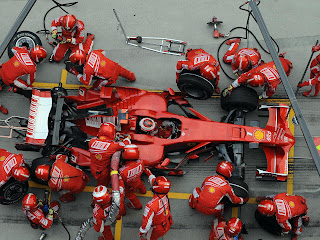 Formula-1-Ferrari-Team-Pit-Stop
