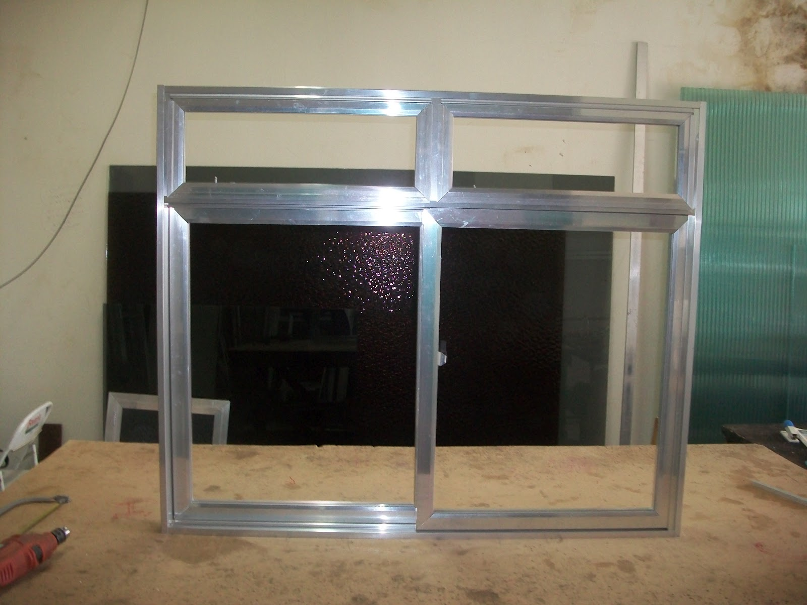 #63493A  de aluminio: janela de aluminio de correr 2 folhas com básculas 1868 Janela De Aluminio Que Abre Para Fora