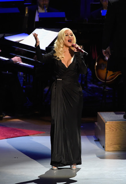 Christina Aguilera cantó en honor a Frank Sinatra (VIDEO)