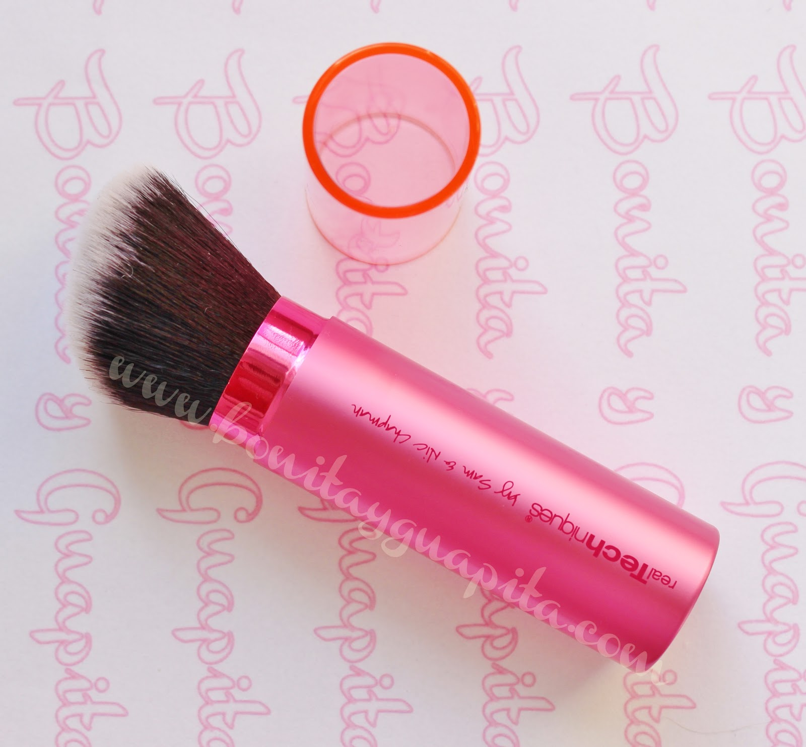 retractable kabuki brush