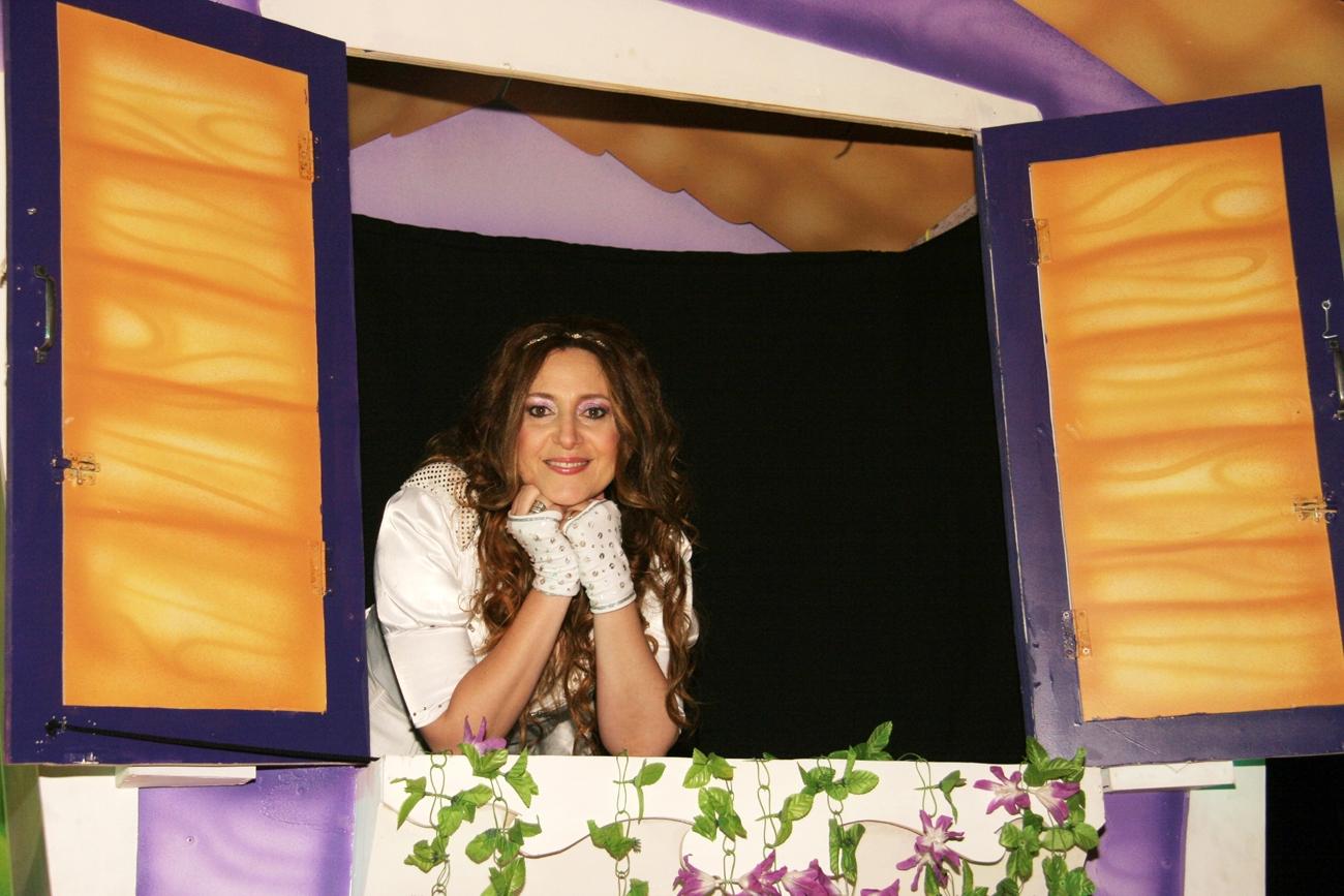 Cantando Con Adriana Fiesta de Disfraces Cantando Con Adriana Fiesta