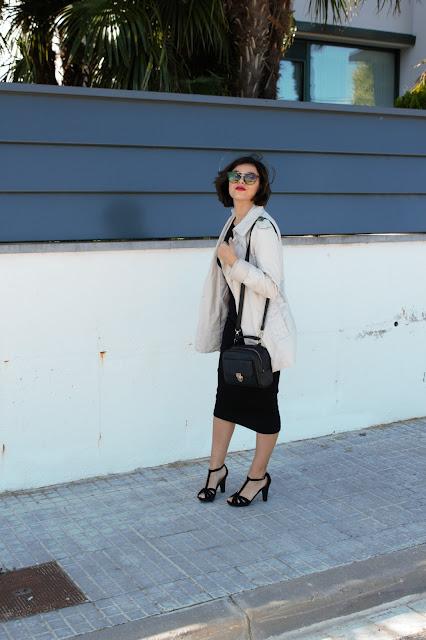 vestido midi-gabardina-tacones