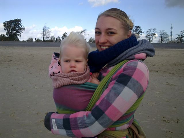 Mama en Esmée in de wind.